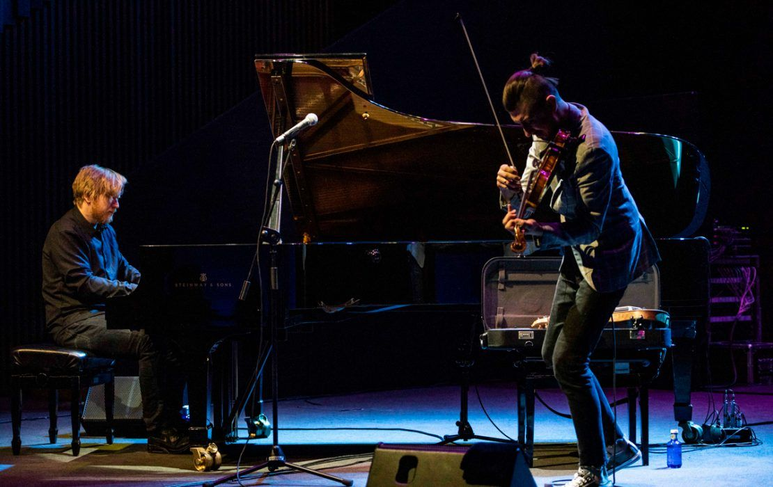 El estreno del violinista Adam Baldych y el pianista Helge Lien en Conde Duque
